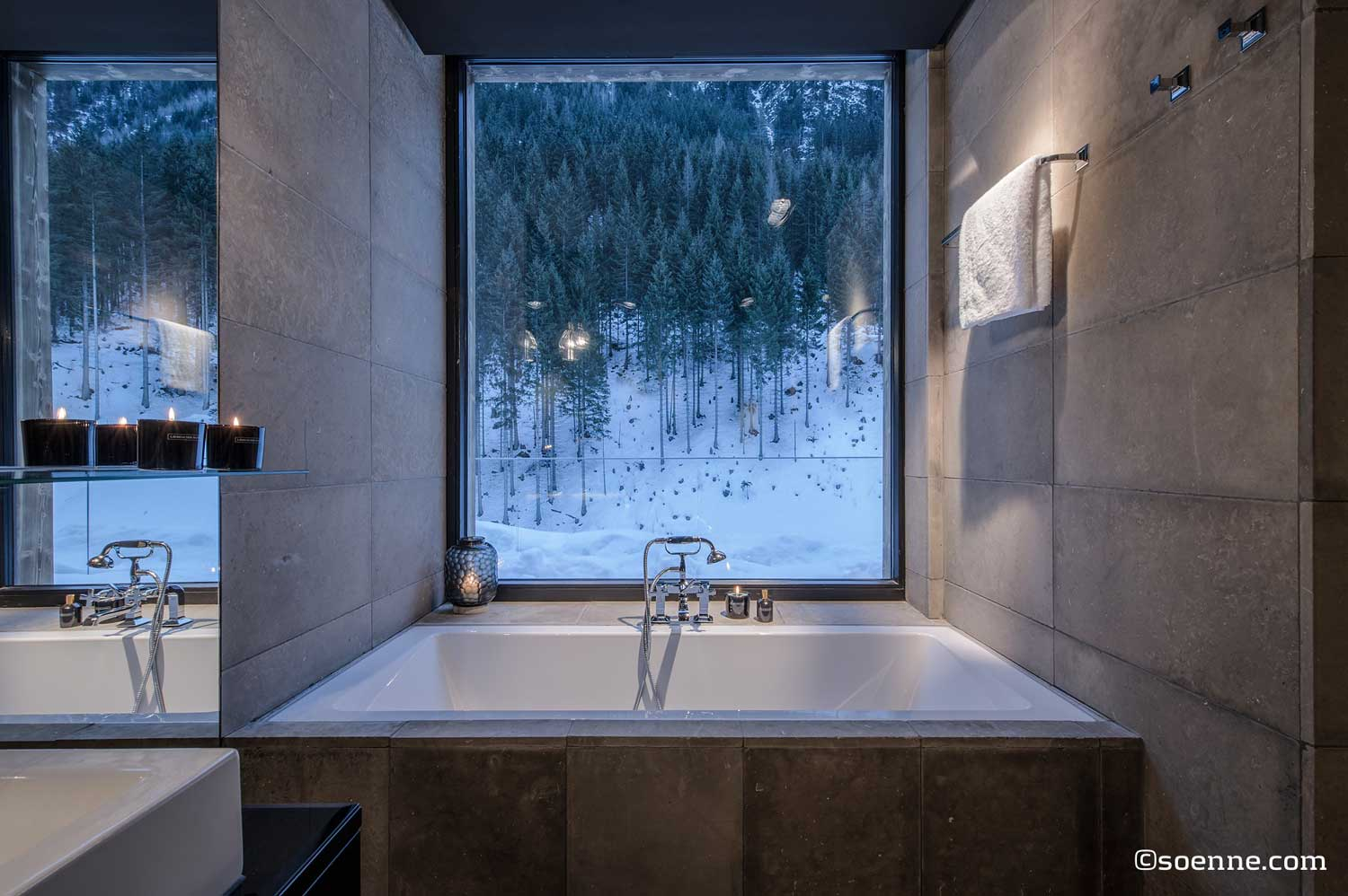 - 23-presidental-suite-bath-tube-in-front-of-window